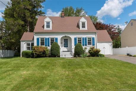 Single Family Home Sold in Norwalk CT 06854. Old colonial cape cod house near beach side waterfront with 1 car garage.