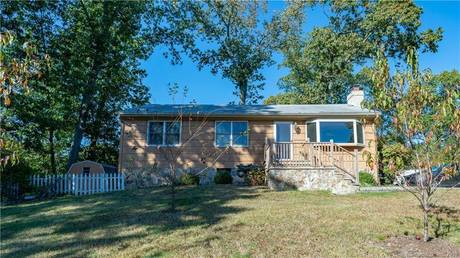 Single Family Home Sold in Norwalk CT 06854. Ranch house near beach side waterfront.