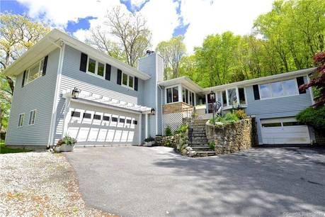 Single Family Home Sold in New Fairfield CT 06812. Contemporary, ranch house near waterfront with 2 car garage.