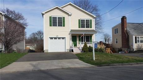 Single Family Home Rented in Fairfield CT 06825. Colonial house near beach side waterfront with 1 car garage.