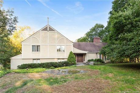 Foreclosure: Single Family Home Sold in Greenwich CT 06830. Colonial house near waterfront with swimming pool and 2 car garage.