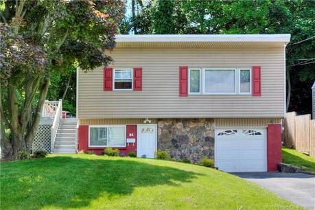Single Family Home Sold in Norwalk CT 06854. Ranch house near waterfront with 1 car garage.
