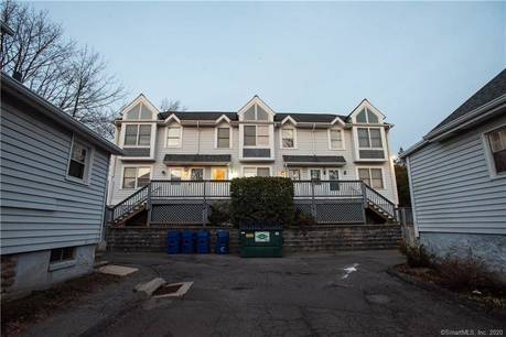 Condo Home For Sale in Norwalk CT 06854.  townhouse near waterfront with 1 car garage.