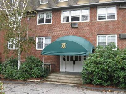 Condo Home For Rent in Danbury CT 06811. Ranch house near waterfront with swimming pool.
