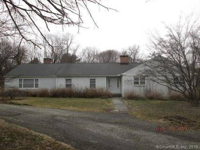 Foreclosure: Single Family Home Sold in Ridgefield CT 06877. Ranch house near waterfront with swimming pool and 2 car garage.