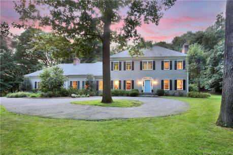 Single Family Home For Sale in Fairfield CT 06824. Colonial house near beach side waterfront with 2 car garage.