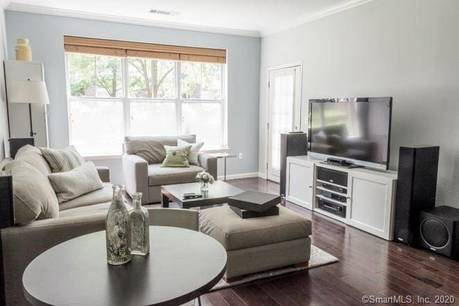 Condo Home For Sale in Stamford CT 06902.  house near waterfront with 1 car garage.