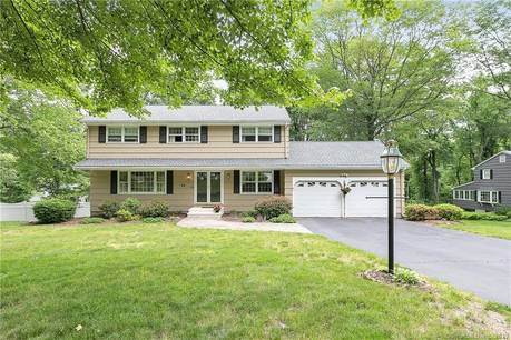 Single Family Home For Sale in Trumbull CT 06611. Colonial house near waterfront with 2 car garage.
