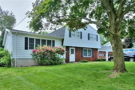 Single Family Home Sold in Norwalk CT 06851.  house near waterfront with 2 car garage.