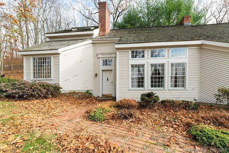 Foreclosure: Single Family Home Sold in Newtown CT 06470. Colonial house near waterfront with 2 car garage.