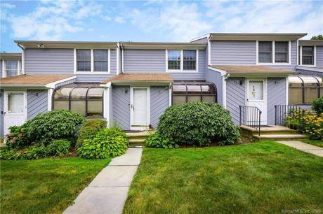 Foreclosure: Condo Home Sold in Stamford CT 06902.  townhouse near waterfront with 1 car garage.