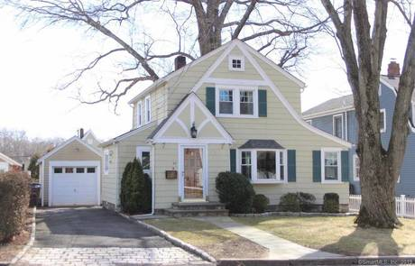 Single Family Home Sold in Stamford CT 06905. Old colonial house near waterfront with 1 car garage.