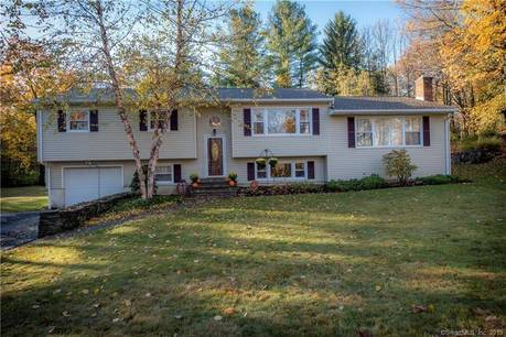 Single Family Home Sold in Danbury CT 06811. Ranch house near waterfront with 1 car garage.