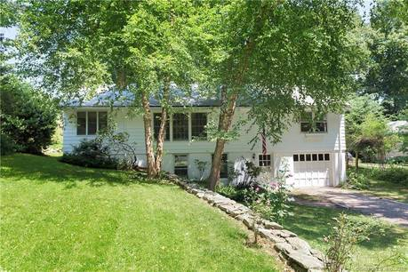 Single Family Home Sold in Norwalk CT 06853. Ranch house near beach side waterfront with 1 car garage.
