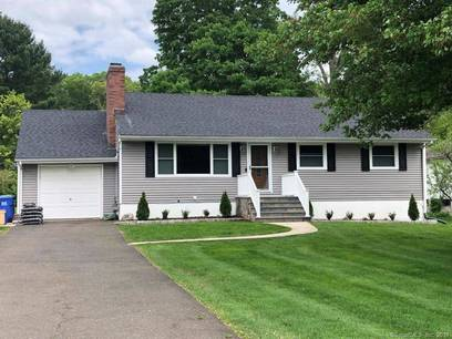 Single Family Home Sold in Trumbull CT 06611. Ranch house near lake side waterfront with 1 car garage.
