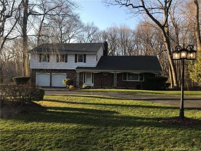 Single Family Home Sold in Trumbull CT 06611. Colonial house near waterfront with swimming pool and 2 car garage.
