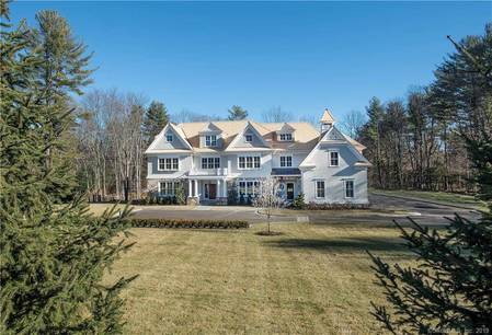 Mansion For Rent in New Canaan CT 06840. Big colonial house near waterfront with 4 car garage.