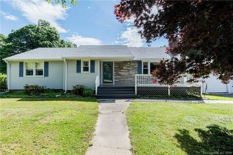 Single Family Home Sold in Fairfield CT 06825. Ranch house near waterfront with 2 car garage.