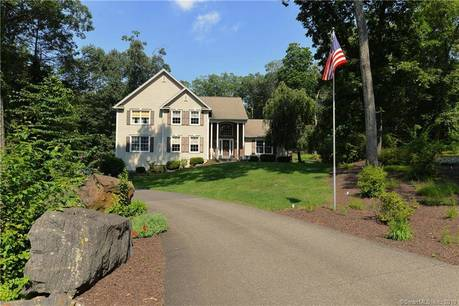 Single Family Home Sold in Brookfield CT 06804. Colonial house near waterfront with swimming pool and 3 car garage.