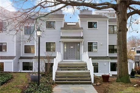 Condo Home Sold in Norwalk CT 06854. Ranch house near waterfront with swimming pool.