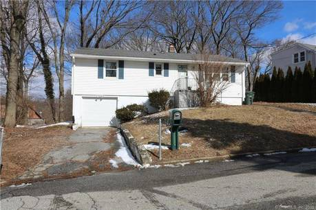 Single Family Home Sold in Bridgeport CT 06606. Ranch house near waterfront with 1 car garage.