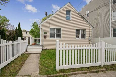 Condo Home Sold in Stamford CT 06902. Old  house near waterfront.