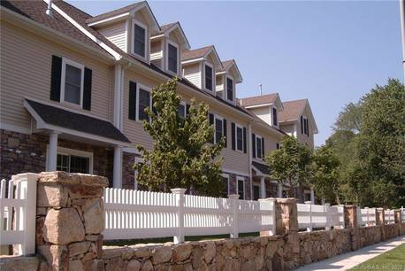 Condo Home For Sale in Stamford CT 06906.  townhouse near waterfront with 2 car garage.