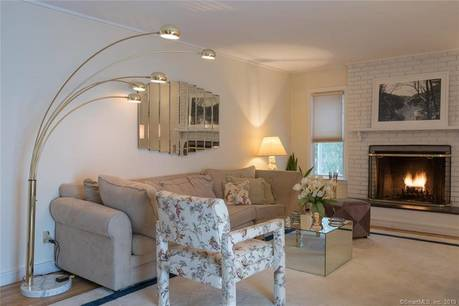 Short Sale: Single Family Home Sold in New Canaan CT 06840. Contemporary house near waterfront with swimming pool and 2 car garage.