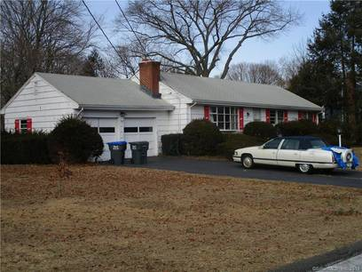 Single Family Home Sold in Trumbull CT 06611. Ranch house near lake side waterfront with 2 car garage.