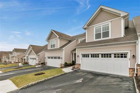 Condo Home For Sale in Newtown CT 06470.  townhouse near waterfront with swimming pool and 2 car garage.