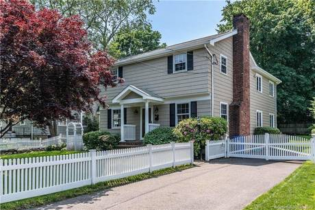 Single Family Home Sold in Norwalk CT 06851. Colonial house near waterfront.