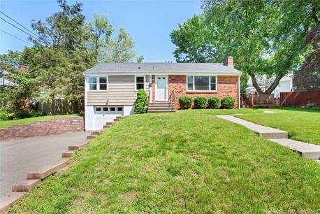 Single Family Home For Sale in Norwalk CT 06855. Ranch house near beach side waterfront with 1 car garage.