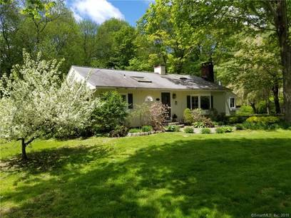 Single Family Home Sold in Wilton CT 06897. Ranch house near waterfront.