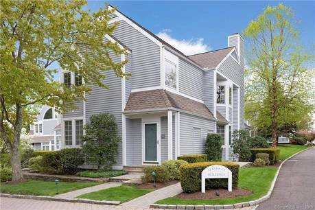 Condo Home Sold in Darien CT 06820. Ranch house near beach side waterfront with swimming pool and 1 car garage.