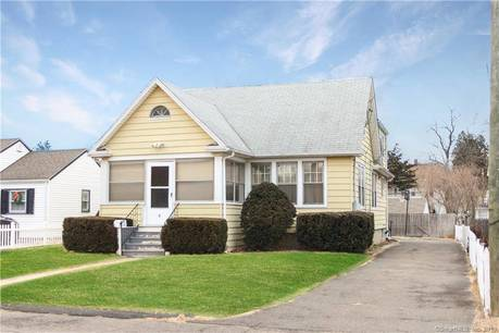 Multi Family Home Sold in Norwalk CT 06850.  house near waterfront with 3 car garage.