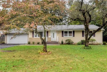 Single Family Home Sold in Norwalk CT 06850. Ranch house near waterfront with 2 car garage.