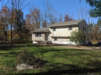Single Family Home Sold in New Fairfield CT 06812.  house near waterfront with 1 car garage.