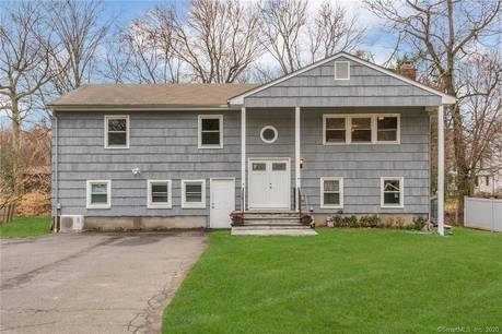 Single Family Home For Sale in Westport CT 06880. Ranch house near waterfront.