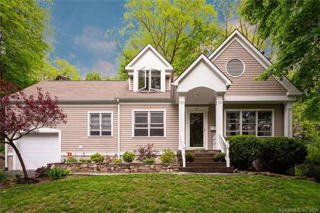 Single Family Home Sold in Norwalk CT 06854. Colonial cape cod house near waterfront with 1 car garage.