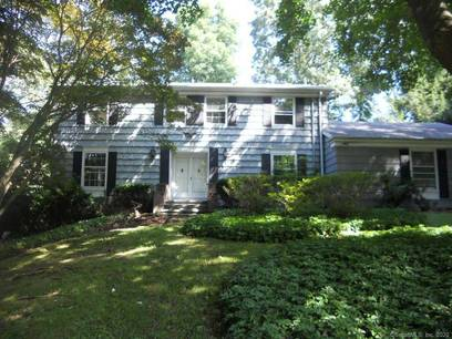 Foreclosure: Single Family Home Sold in Norwalk CT 06851. Colonial house near waterfront with swimming pool and 2 car garage.