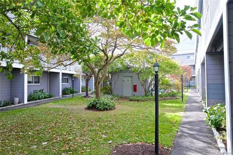 Condo Home Sold in Norwalk CT 06851.  townhouse near beach side waterfront with swimming pool.