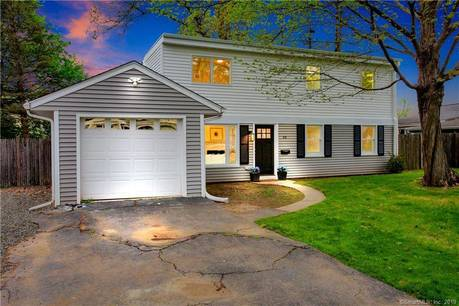 Single Family Home For Rent in Norwalk CT 06851. Ranch, colonial house near beach side waterfront with 1 car garage.