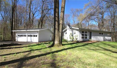 Single Family Home Rented in Wilton CT 06897. Ranch house near lake side waterfront with 2 car garage.
