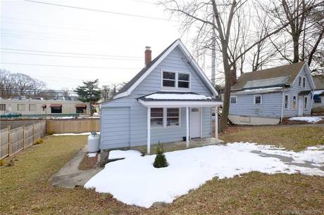 Single Family Home Sold in Fairfield CT 06890. Old  cape cod, cottage house near waterfront.