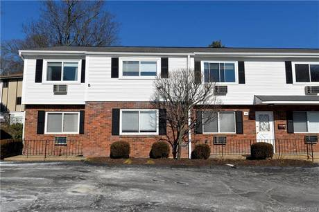 Condo Home Sold in Stamford CT 06907. Ranch house near river side waterfront.