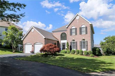 Single Family Home Sold in Fairfield CT 06824. Contemporary, colonial house near beach side waterfront with swimming pool and 2 car garage.