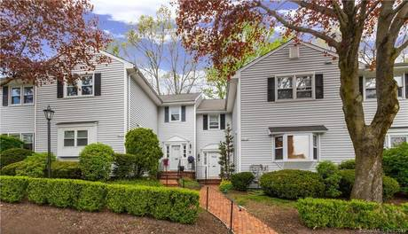Condo Home Sold in Fairfield CT 06825. Ranch house near beach side waterfront with swimming pool and 1 car garage.