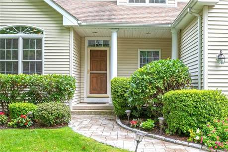 Condo Home Sold in Trumbull CT 06611.  house near waterfront with swimming pool and 2 car garage.