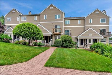 Condo Home Sold in Norwalk CT 06850. Ranch house near beach side waterfront with swimming pool and 1 car garage.