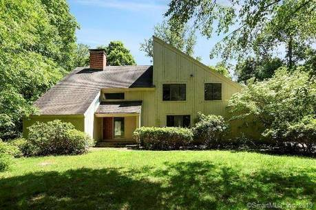 Foreclosure: Single Family Home Sold in Redding CT 06896. Contemporary house near waterfront with 2 car garage.